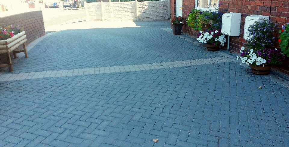 block paving dark brick - Roy's Garden Services